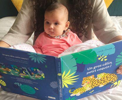 10 idées reçues sur le livre avec bébé